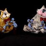 Gatti e topi - scultura in ceramica ed acrilico - cm. 15x16 - 14x14