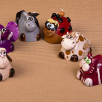 Piccolo zoo campanelle - scultura in ceramica ed acrilico - h. cm. 8 circa