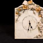 Orologio rose gialle e bianche  - pasta sale - cm. 21x31