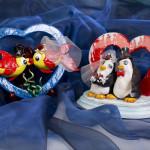 Gli sposi del mare e del Polo sud - scultura in Das e acrilico - cm. 18x20