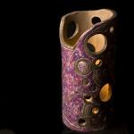 Lampada viola - scultura con smalti - h. cm. 26 diam. cm. 12